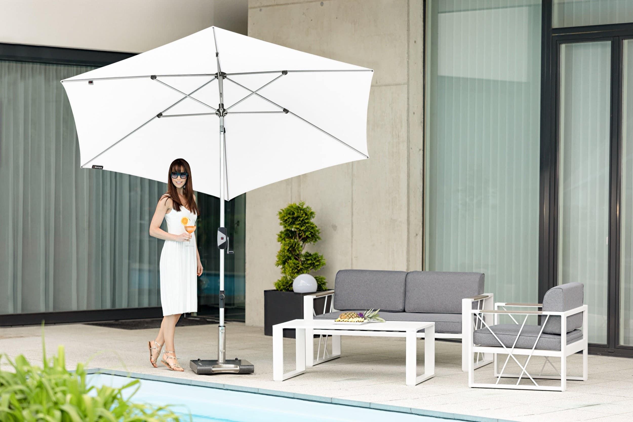 Knirps Sonnenschim Automatic 290 weiß auf Terrasse
